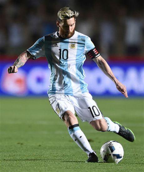 Messi no sung, Argentina tam thoi vuot kho - Anh 6