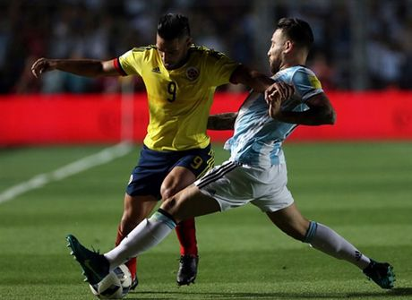 Messi no sung, Argentina tam thoi vuot kho - Anh 7