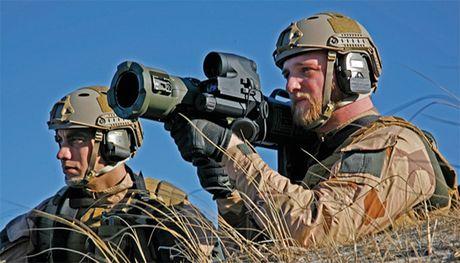 Khung khiep sung chong tang Carl Gustav 'xuyen tao' BMP-1 de dang - Anh 10