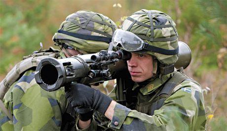 Khung khiep sung chong tang Carl Gustav 'xuyen tao' BMP-1 de dang - Anh 2