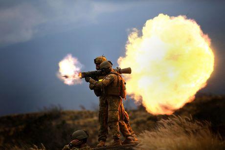 Khung khiep sung chong tang Carl Gustav 'xuyen tao' BMP-1 de dang - Anh 3