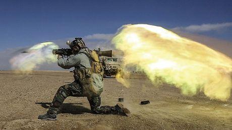 Khung khiep sung chong tang Carl Gustav 'xuyen tao' BMP-1 de dang - Anh 6