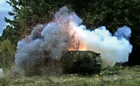 Khung khiep sung chong tang Carl Gustav 'xuyen tao' BMP-1 de dang - Anh 9