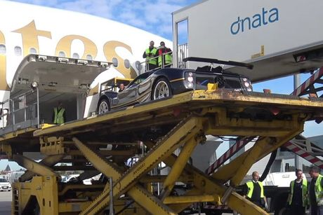 Xem sieu xe Pagani Zonda F Roadster 'cuoi' chuyen co - Anh 1