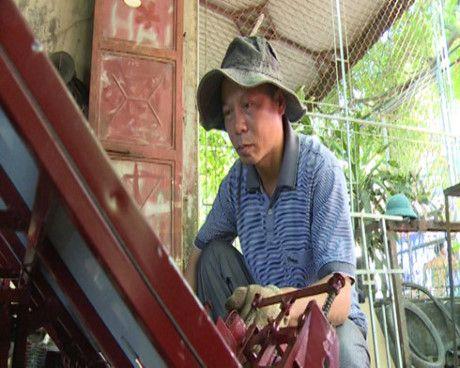Anh nong dan Thai Binh che tao may cay lua khong dong co  - Anh 1