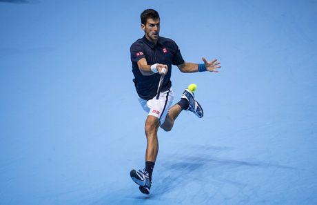 Djokovic gianh ve dau tien vao ban ket ATP World Tour Finals - Anh 1