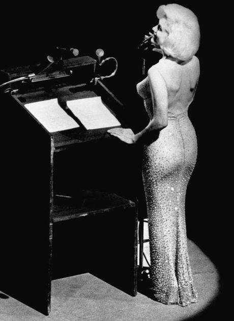 Dau gia vay Marilyn Monroe dien trong sinh nhat Tong thong My - Anh 1