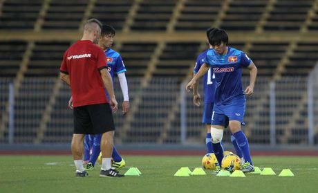 Tieu phau goi, Tuan Anh co nguy co ngoi xem AFF Cup - Anh 3