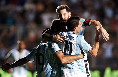 Argentina bay tren doi canh Messi - Anh 1