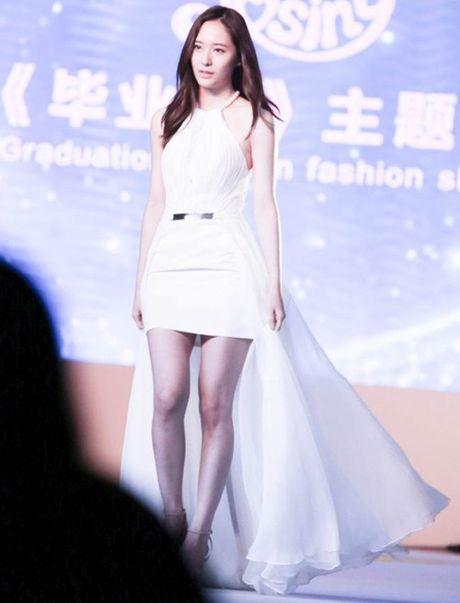 Doi chan thon dai dang ghen ty cua Krystal - Anh 5