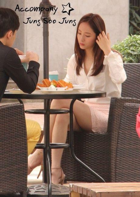 Doi chan thon dai dang ghen ty cua Krystal - Anh 6