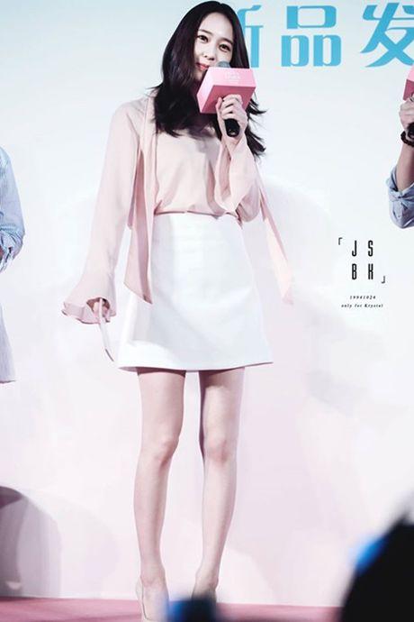 Doi chan thon dai dang ghen ty cua Krystal - Anh 7