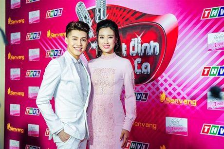 Hoa hau My Linh xinh dep ben Noo Phuoc Thinh dien trai - Anh 1