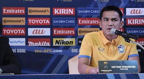 Kiatisuk khoc nuc no vi Thai Lan danh roi 3 diem truoc Australia - Anh 1