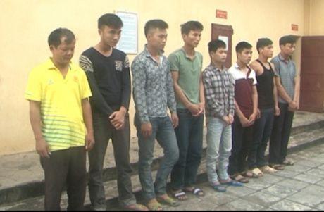 Thanh Hoa: Bat giu 12 doi tuong sat phat nhau tren chieu bac - Anh 1