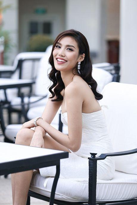 Lan Khue dieu da voi dam trang bo sat, khoe eo thon dang chuan - Anh 13