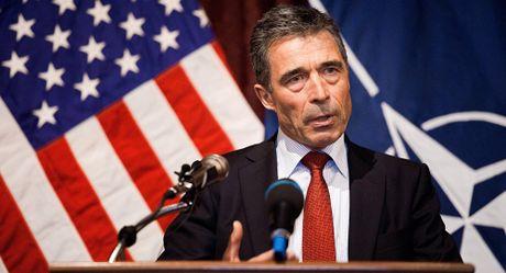 Cuu Tong thu ky NATO goi 'Quan doi EU' la mot 'con ho giay' - Anh 1