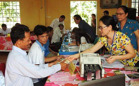 Quang Tri chi tra boi thuong cho ba con ngu dan vung bien - Anh 1