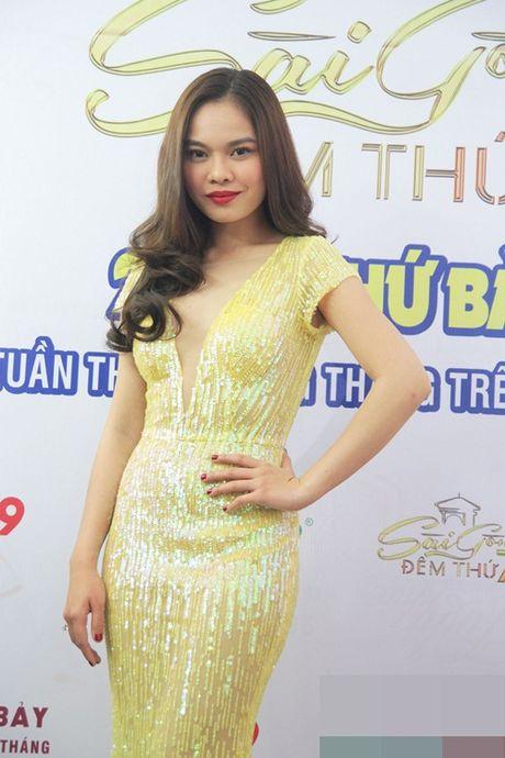 """Giang Hong Ngoc, Chi Dan """"run cam cap"""" khi phai hat truoc mat Lam Truong - Anh 1"""