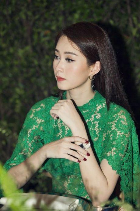 Hoa hau Dang Thu Thao dep ngan ngo moi goc nhin - Anh 3