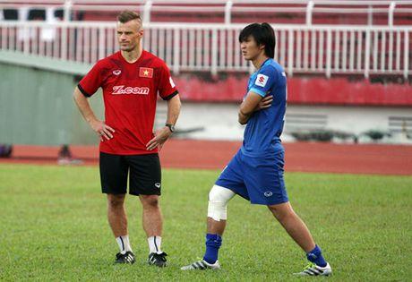 Nguoi ham mo cau troi cho Tuan Anh kip binh phuc da AFF Cup 2016 - Anh 1