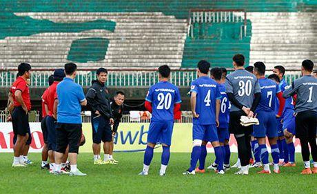 HLV Huu Thang phu nhan viec o phong VIP tai Yagon - Anh 1