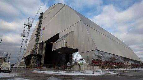 Nam mo thep 36.000 tan tren nha may hat nhan Chernobyl - Anh 1