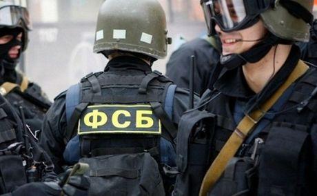 Nga bat mot nguoi nghi la gian diep Ukraine cung vat lieu no - Anh 1
