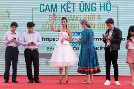 Kim Tuyen rang ro chung tay xoa bo dinh kien gioi - Anh 1
