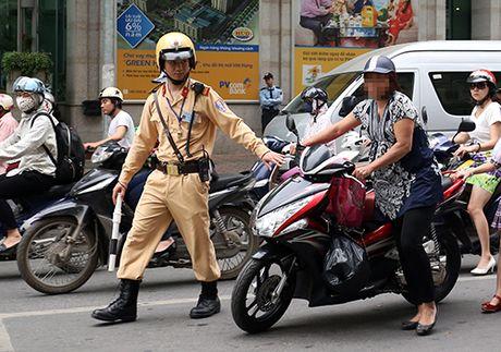 Bo Cong an: Canh sat khong duoc dung xe chi de kiem tra chinh chu - Anh 1