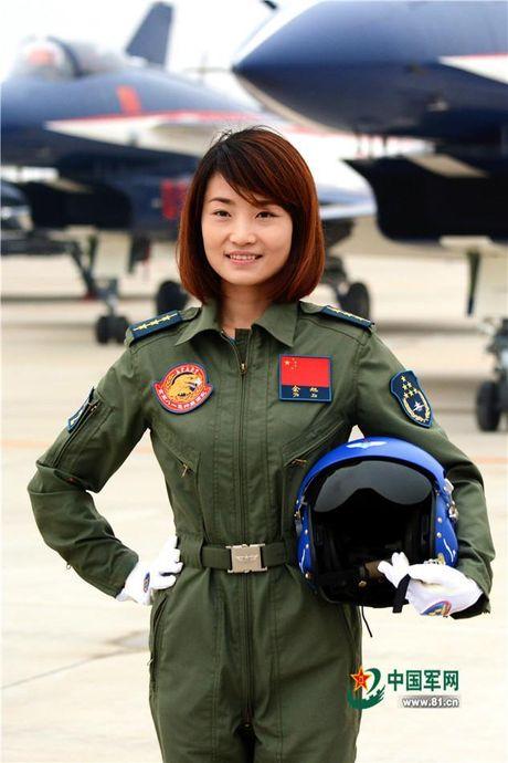 Nhung dieu chua biet ve nu phi cong dau tien lai chien co J-10 cua Trung Quoc moi hi sinh - Anh 1