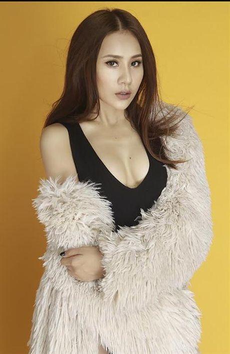 Vua dang quang 'Cung nhau toa sang', Ho Bich Tram dien bikini sexy bong mat - Anh 4