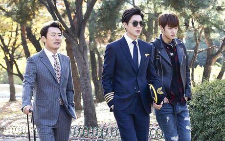 Lee Min Ho bien hoa nhu tac ke trong Huyen thoai bien xanh - Anh 6