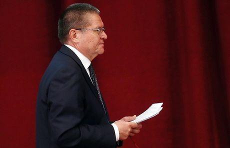 Putin ky sac lenh sa thai Bo truong Kinh te 'an hoi lo' - Anh 1