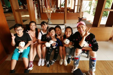Sau liveshow dinh dam, Noo Phuoc Thinh dan ca team The Voice Kids den Thai Lan du ngoan - Anh 3