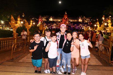Sau liveshow dinh dam, Noo Phuoc Thinh dan ca team The Voice Kids den Thai Lan du ngoan - Anh 9
