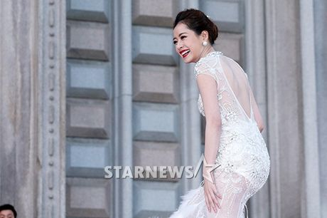 Tham do Asia Artist Awards: Yoona, Suzy, Chi Pu do style cong chua, Park Shin Hye bi che dien do 'ba co' - Anh 1