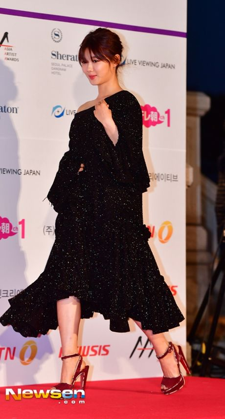 Tham do Asia Artist Awards: Yoona, Suzy, Chi Pu do style cong chua, Park Shin Hye bi che dien do 'ba co' - Anh 20