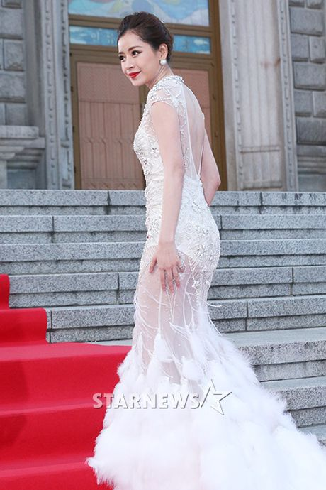 Tham do Asia Artist Awards: Yoona, Suzy, Chi Pu do style cong chua, Park Shin Hye bi che dien do 'ba co' - Anh 2