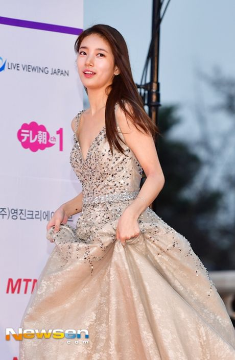 Tham do Asia Artist Awards: Yoona, Suzy, Chi Pu do style cong chua, Park Shin Hye bi che dien do 'ba co' - Anh 5