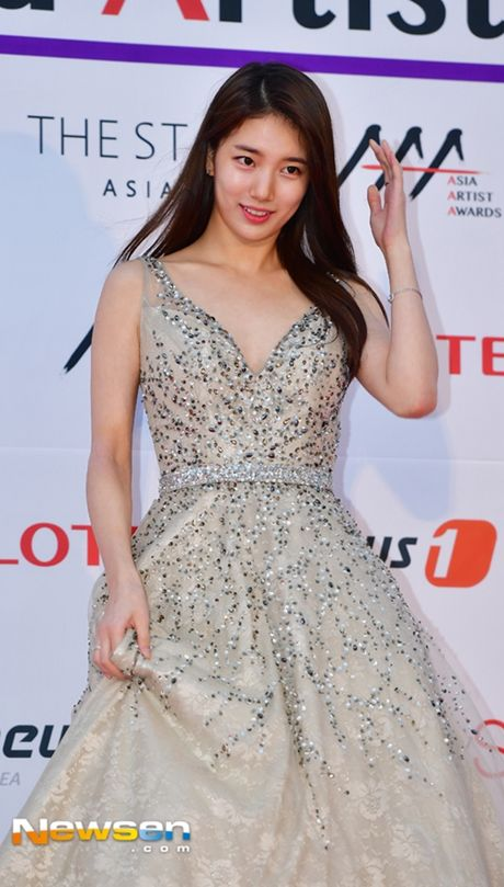 Tham do Asia Artist Awards: Yoona, Suzy, Chi Pu do style cong chua, Park Shin Hye bi che dien do 'ba co' - Anh 7
