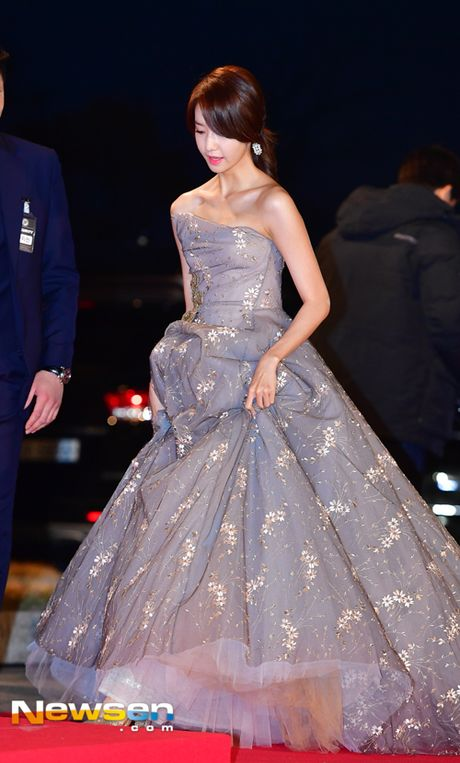 Tham do Asia Artist Awards: Yoona, Suzy, Chi Pu do style cong chua, Park Shin Hye bi che dien do 'ba co' - Anh 9