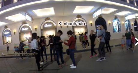 Thu doan ban tam gia 'cat co' cua nhom nu quai tren Pho di bo Ha Noi - Anh 2