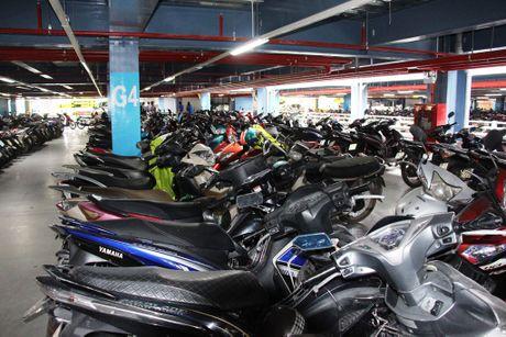 San bay Tan Son Nhat co nha giu xe 5 tang 10.000 cho - Anh 4