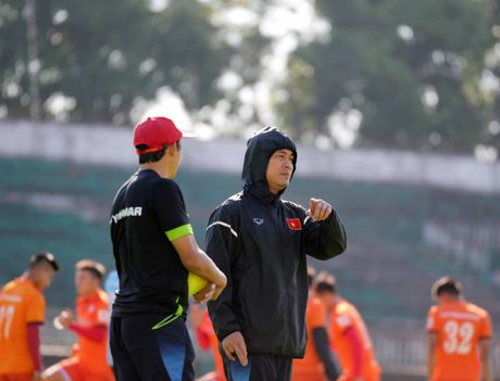 HLV Nguyen Huu Thang: Co hoi binh phuc de tham du AFF Cup cua Tuan Anh la 60-40 - Anh 1
