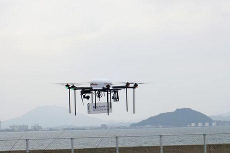 Docomo thu nghiem chuyen phat bang drone den cac dao - Anh 1