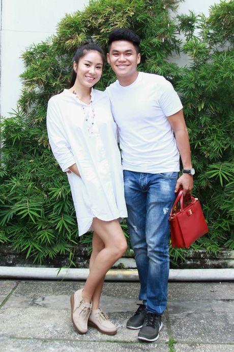 Le Phuong duoc ban trai kem 7 tuoi ho tong di su kien - Anh 1