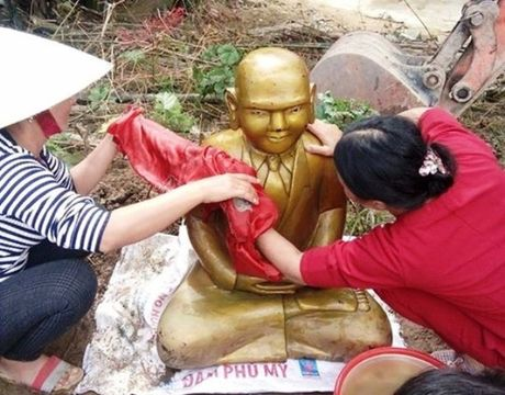 Phat hien pho tuong la mau vang khi dao dat ngan dam tom - Anh 1