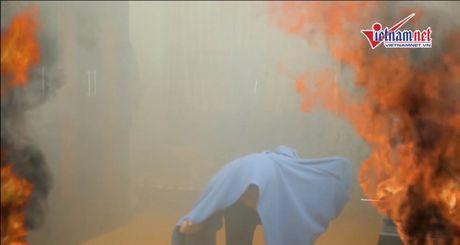Ky nang thoat dam chay: Khong chui vao nha ve sinh - Anh 2