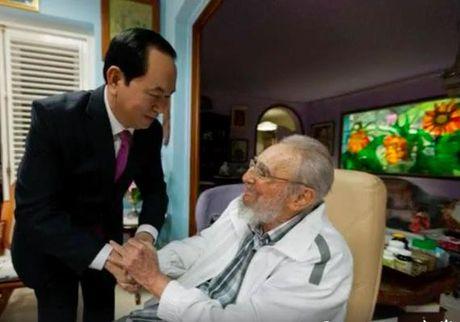 Chu tich nuoc Tran Dai Quang hoi kien Lanh tu Cuba Fidel Castro - Anh 1